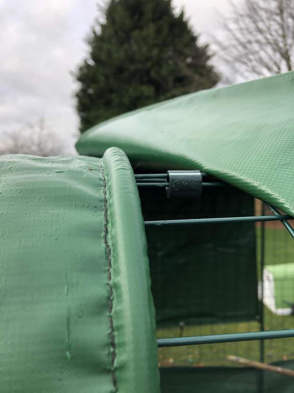 Bâche Opaque Avec Gouttière Intégrée Pour Grand Enclos 2 Mètres