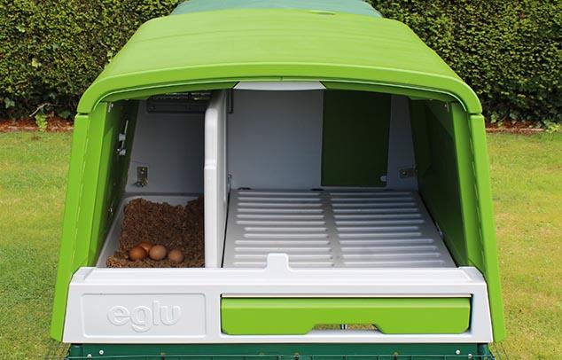 nouveau grand poulailler eglu cube levage des poules omlet. Black Bedroom Furniture Sets. Home Design Ideas